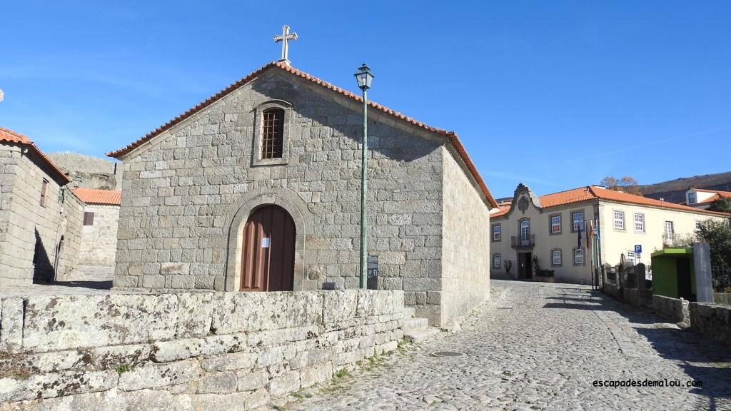 https://escapadesdemalou.com/linhares-da-beira-village-historique-du-centre-portugal/